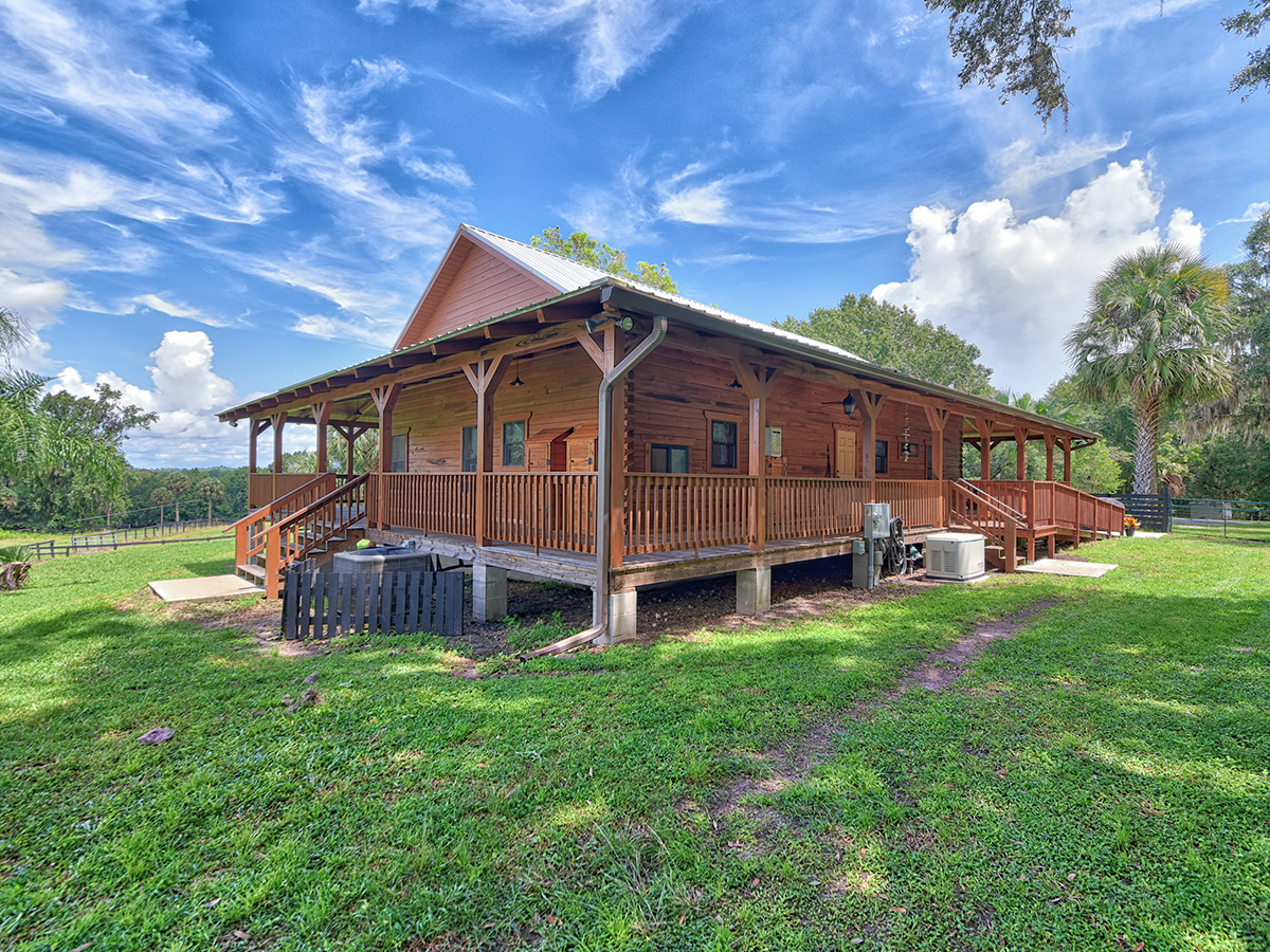 Log Cabin Homes | Rustic and Luxurious Log Cabin Homes in Central