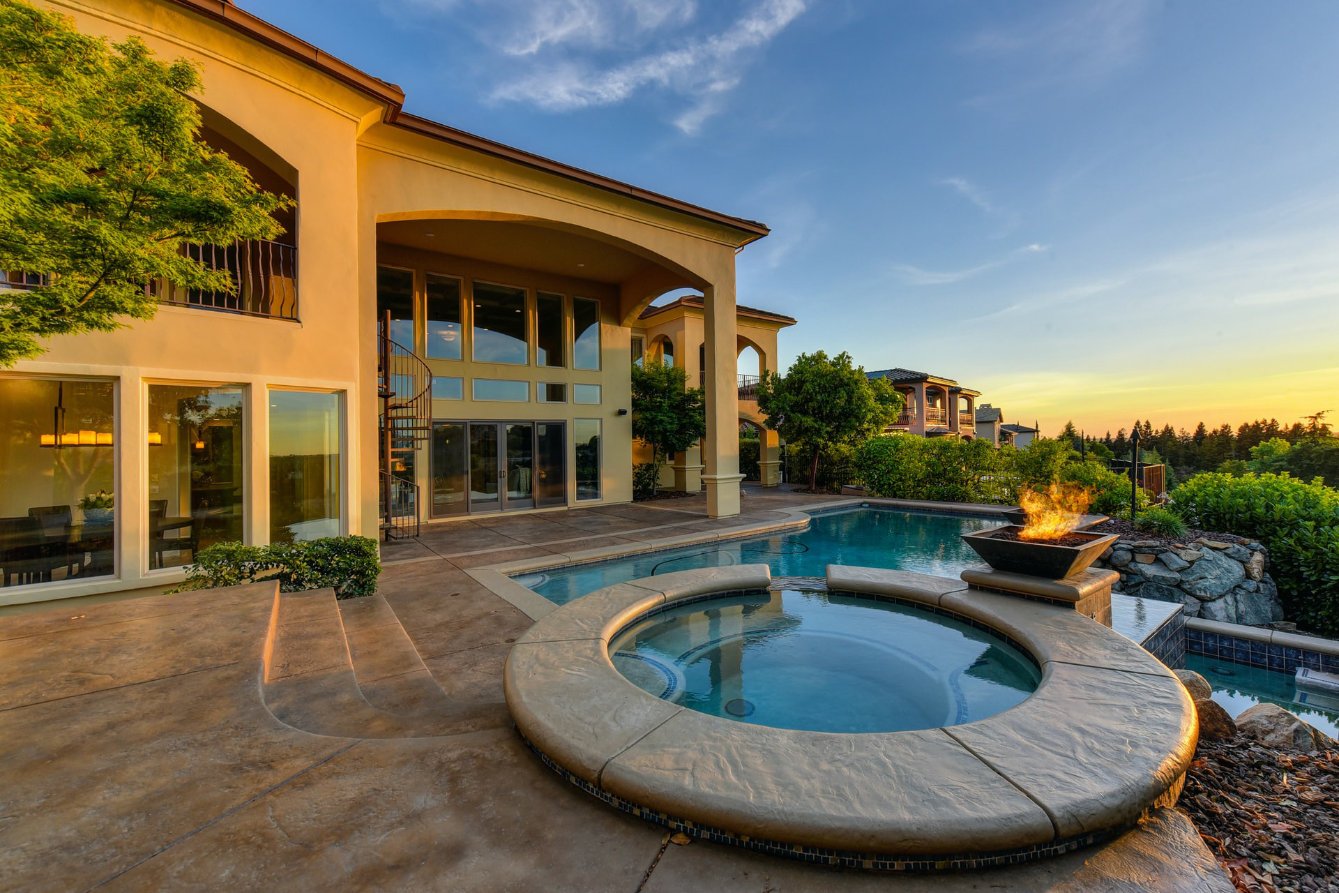 Click to view homes over $900,000